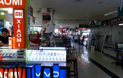 Toko Handphone Off Line Sepi Akibat Perubahan Pola Belanja Konsumen ?