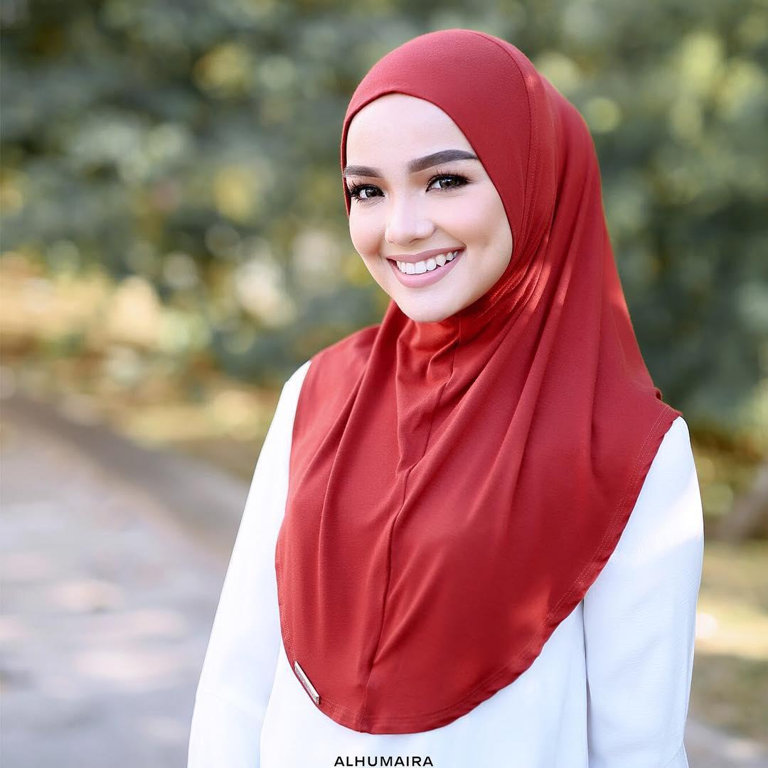 Gaya Hijab Terkini Yang Bisa Anda Tiru Saat Bersantai dan Ditempat Kerja