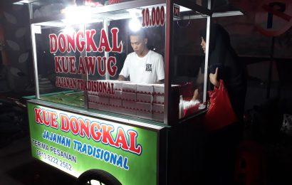 Kue Dongkal dekat Pos Polisi Perumahan Taman Sentosa Cikarang