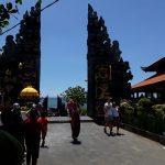 Wisata Pura dan Pantai Tanah Lot Denpasar Bali yang Indah dan Sakral