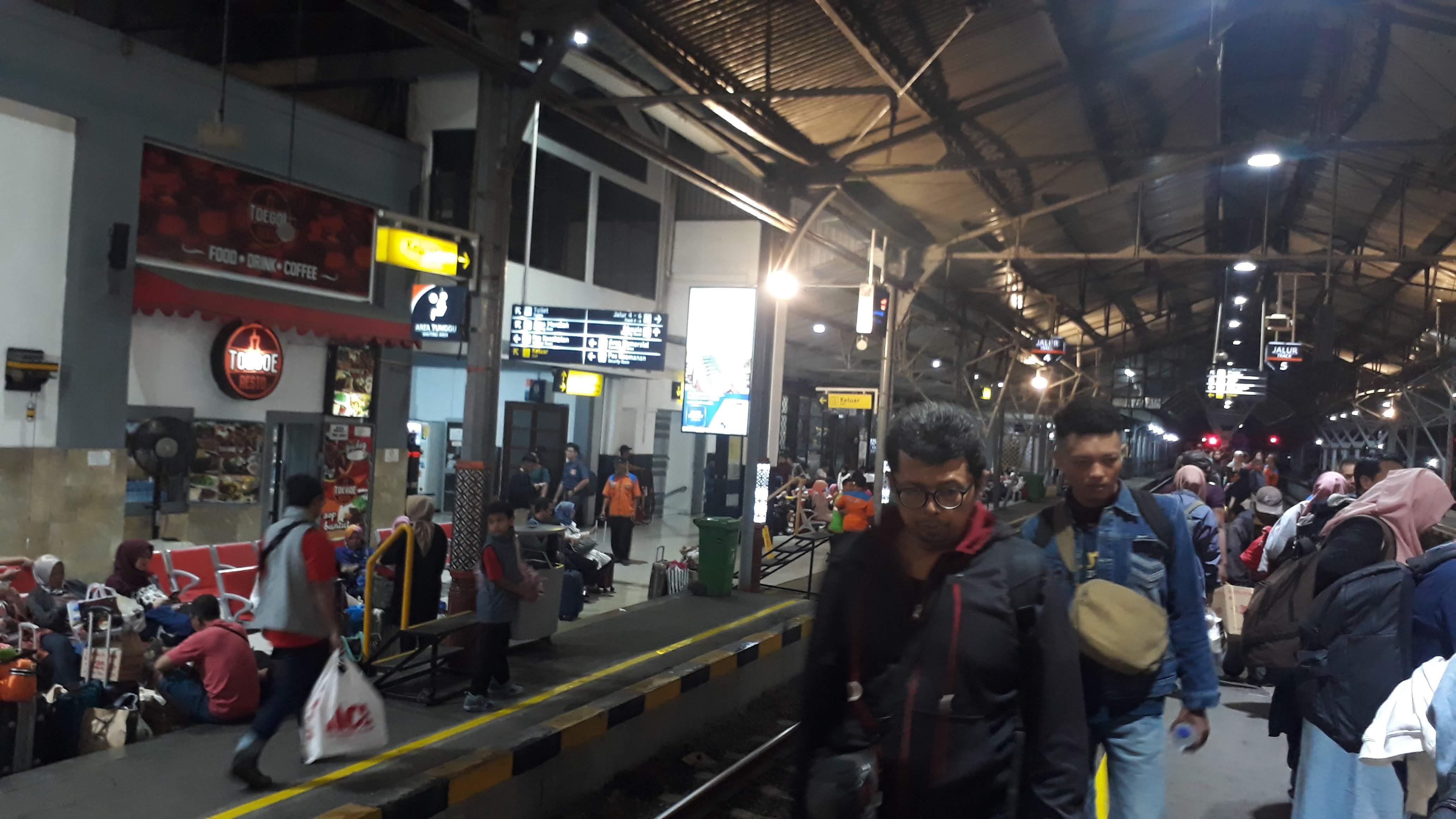 Stasiun Tugu Yogyakarta Yang Bersejarah Kini Kian Bersih Dan Nyaman