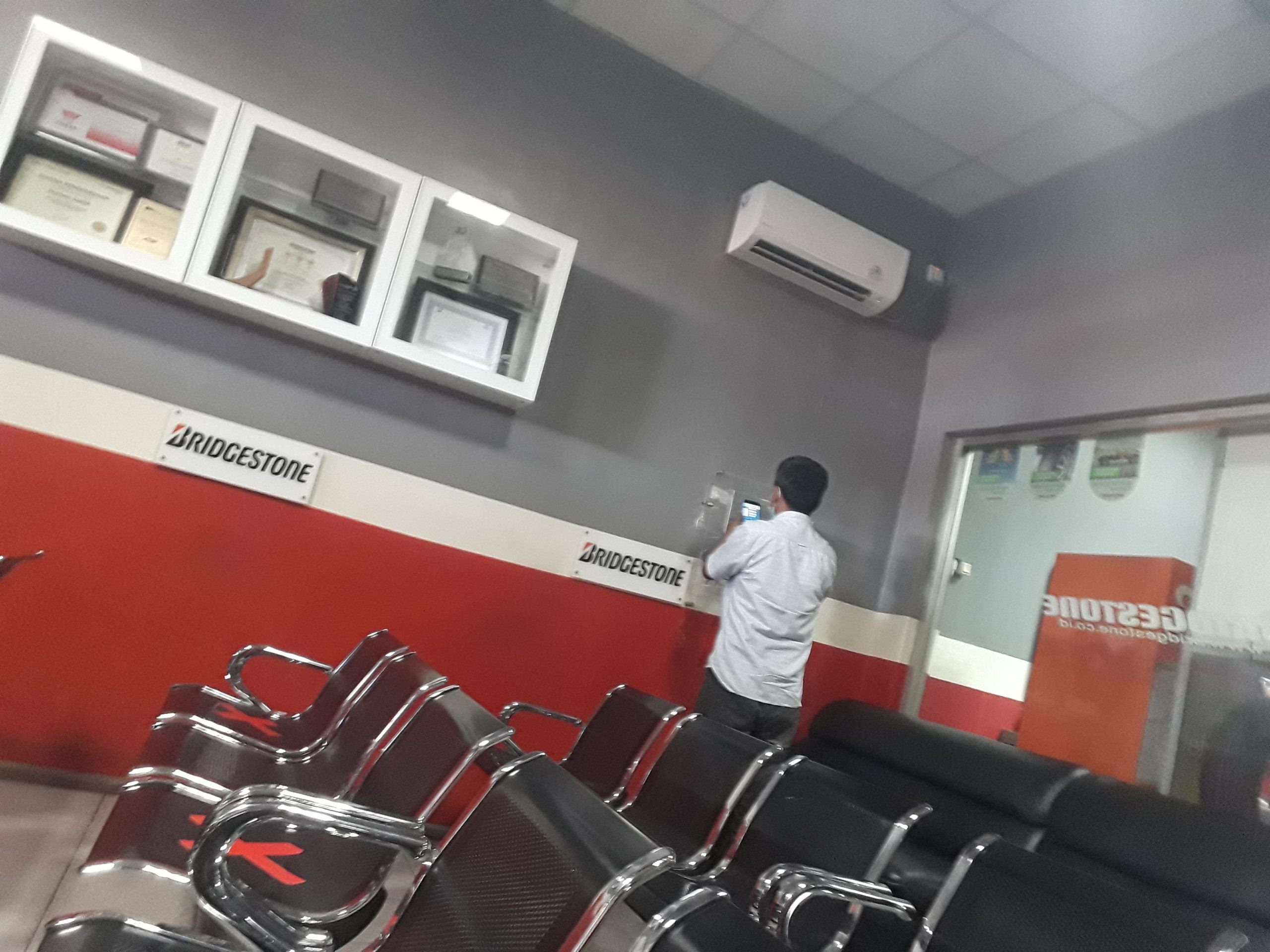 ruang tunggu service