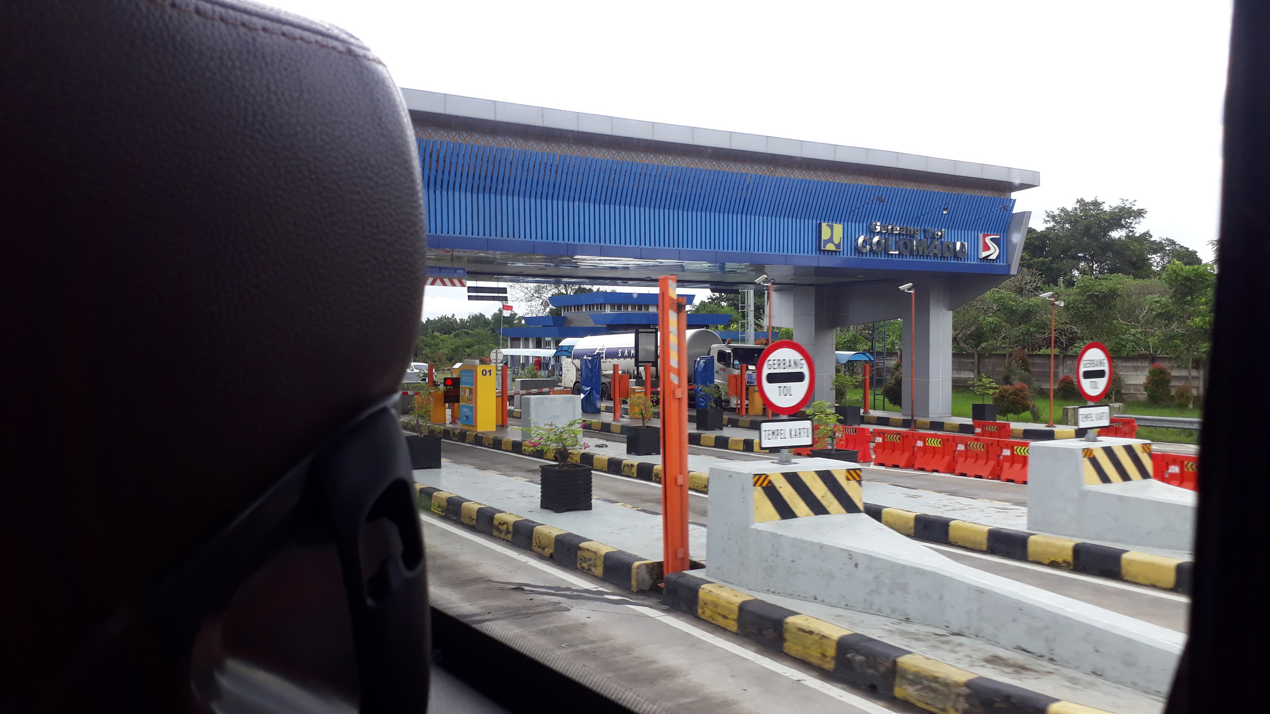 Gerbang tol Colomadu