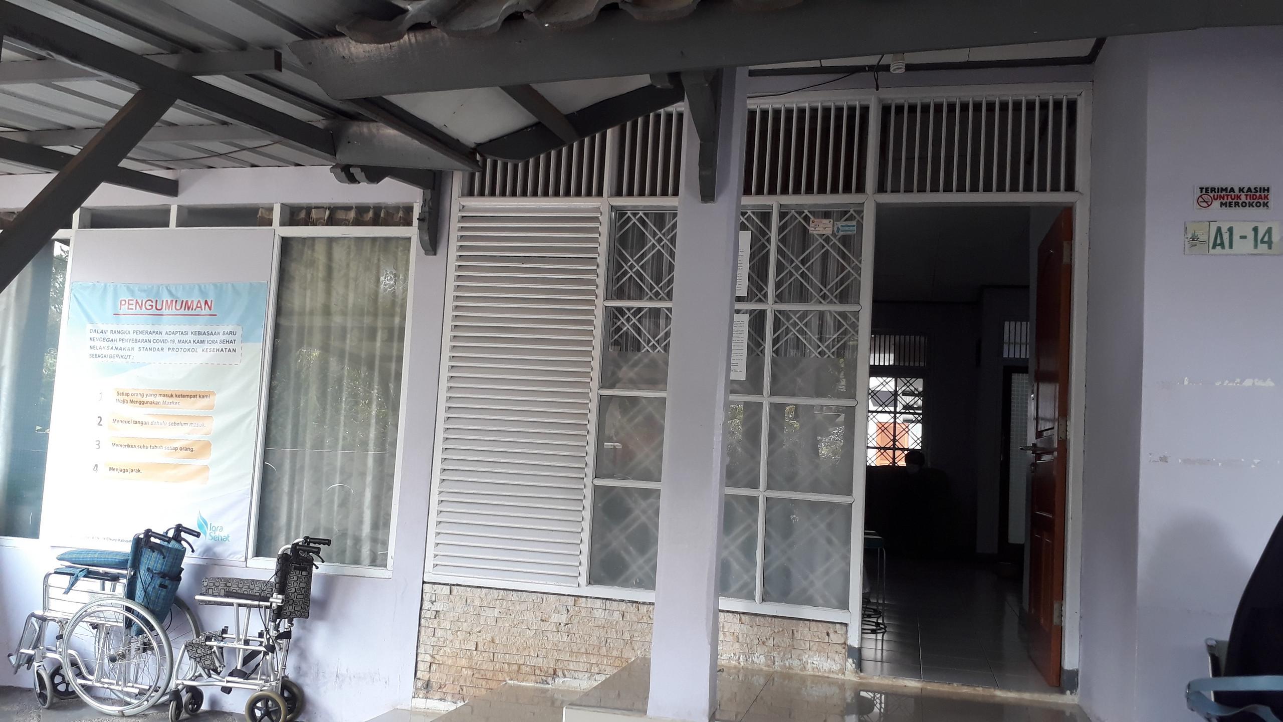 bagian depan rumah sehat Iqra